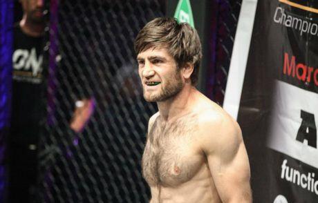 "MMA: Vo si goc Viet ""vuot rau hum"" Nga, om mong ba vuong - Anh 2"
