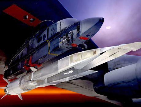 My ra mat sieu ten lua tang hinh X-51A, he thong phong khong Nga - Trung chi biet nguoc nhin - Anh 1