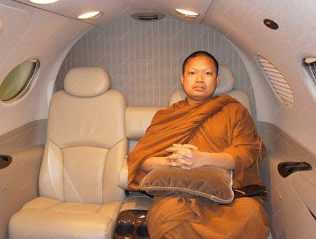 Hinh anh nha su an choi khet tieng nhat hanh tinh sap bi dan do ve Thai Lan tu My - Anh 11