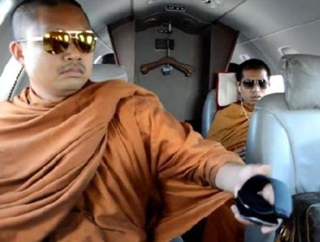 Hinh anh nha su an choi khet tieng nhat hanh tinh sap bi dan do ve Thai Lan tu My - Anh 1