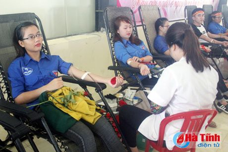 Tuoi tre DH Ha Tinh xung kich, tinh nguyen vi cuoc song cong dong - Anh 1