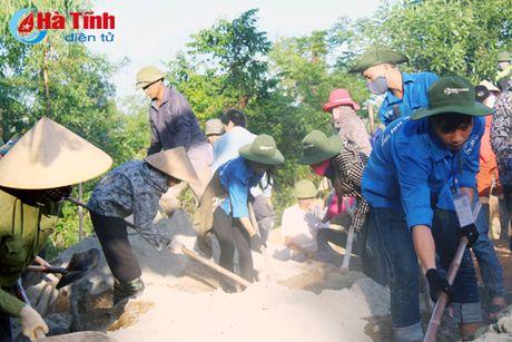 Tuoi tre DH Ha Tinh xung kich, tinh nguyen vi cuoc song cong dong - Anh 2
