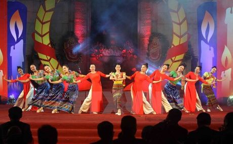 Nhieu chuong trinh dac sac ky niem quan he huu nghi, hop tac Viet Nam - Lao - Anh 2