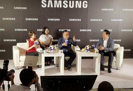 CEO Samsung phu nhan S8 ban cham hon S7 - Anh 2
