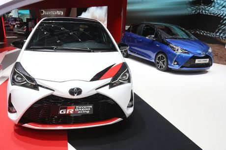 Toyota Yaris phien ban xe dua san xuat gioi han chi 400 chiec - Anh 2