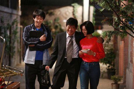 3 sao Han kien cuong 'chien dau', vuot qua can benh ung thu quai ac - Anh 1