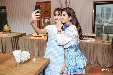 Vay ao 'sang chanh', Huong Tram khoe sac giua dan 'soai ca' The Voice Kids - Anh 10