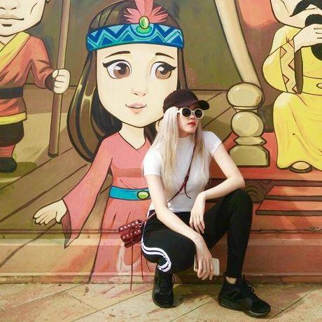Theo chan Son Tung M-TP, 'ban gai tin don' Thieu Bao Tram cung co BST giay do so! - Anh 11
