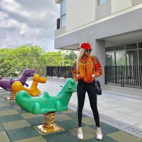 Theo chan Son Tung M-TP, 'ban gai tin don' Thieu Bao Tram cung co BST giay do so! - Anh 9