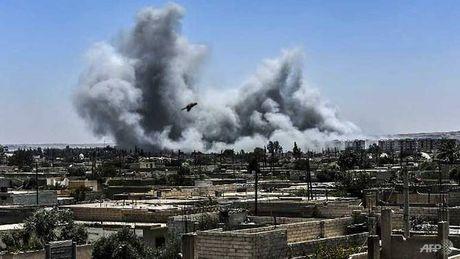 My tong luc 'doi bom' thanh tri cuoi cung cua IS o Syria - Anh 1