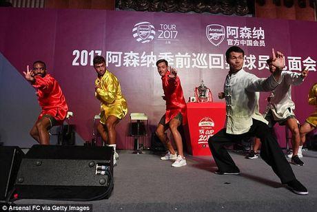 Sao Arsenal mua kung fu tai Trung Quoc - Anh 1