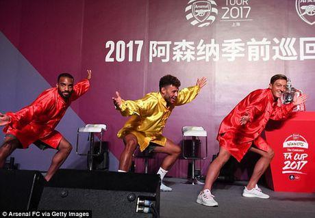 Sao Arsenal mua kung fu tai Trung Quoc - Anh 6