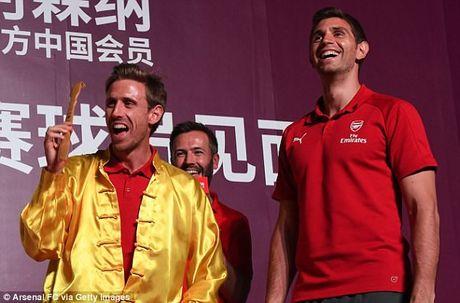 Sao Arsenal mua kung fu tai Trung Quoc - Anh 7