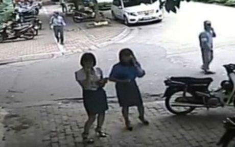 Chu tich phuong 'trong xe' cho Pho Chu tich quan an bun bi phat vi khong doi MBH - Anh 1
