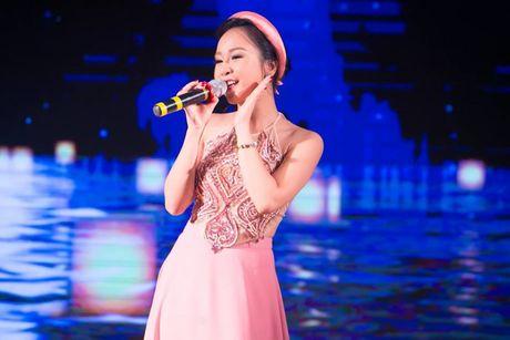 Hong Duyen 'pha' dan ca khien NSND Thu Hien phai bat ngo - Anh 1