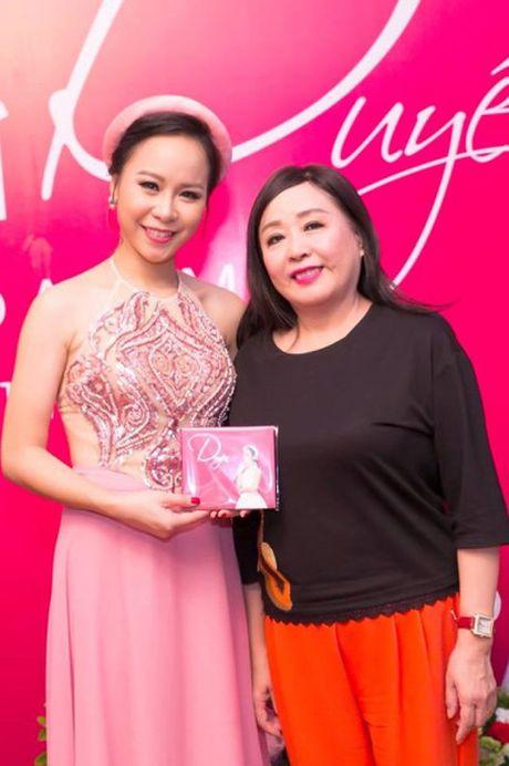 Hong Duyen 'pha' dan ca khien NSND Thu Hien phai bat ngo - Anh 2
