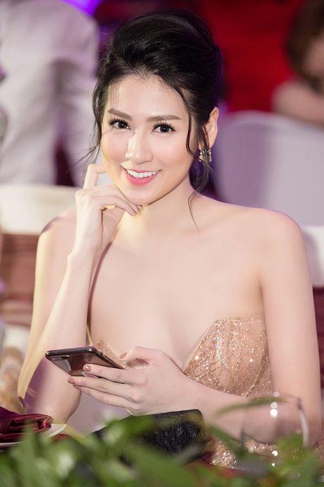 A hau Tu Anh khoe than hinh 'dong ho cat' dep tua nu than - Anh 6