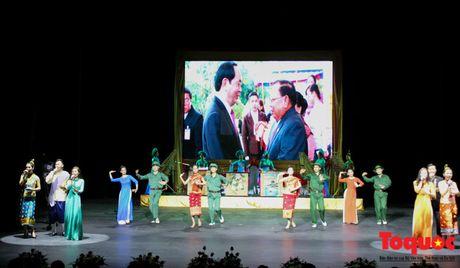 Buc tranh du lich Viet Nam qua nhung bai hat danh tang khan gia Lao - Anh 9
