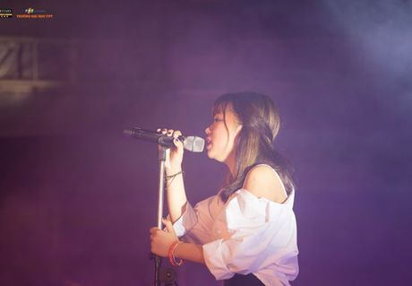 'Hot girl cover mang xa hoi' gianh ngoi Quan quan FPT University Talent mua dau tien - Anh 12