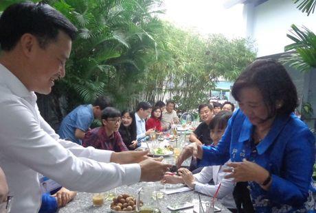 Ca phe sang 'nong' chuyen mo rong duong quanh san bay - Anh 4
