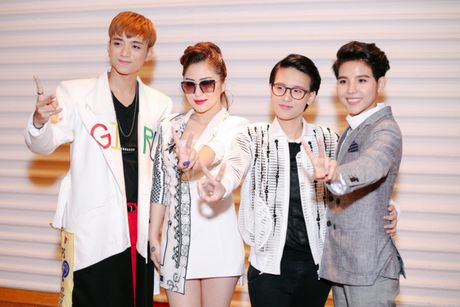 Huong Tram, Soobin bi nghi ngo kha nang huan luyen tai The Voice Kids - Anh 1