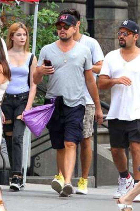 Leonardo DiCaprio bi bat gap deo may tro tim khi ra duong - Anh 1