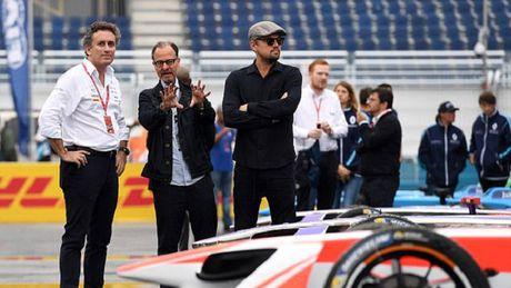 Leonardo DiCaprio bi bat gap deo may tro tim khi ra duong - Anh 3