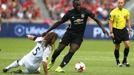 Mourinho: 'The do cua Valencia qua nang. Ban thang cua Lukaku chi la tieu tiet' - Anh 1