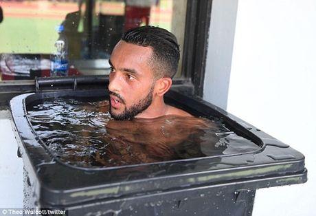 Chum anh: Dan sao Arsenal kho so vi nang nong trong tour du dau chau A - Anh 1