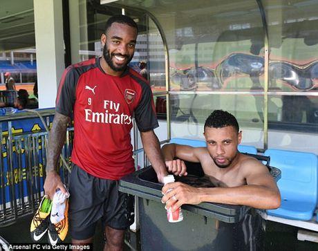 Chum anh: Dan sao Arsenal kho so vi nang nong trong tour du dau chau A - Anh 3