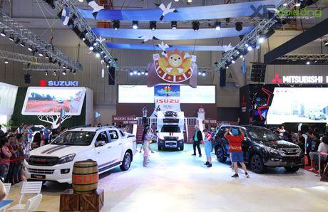 Hai tac mu rom 'dai nao' Vietnam Motor Show 2017 - Anh 1