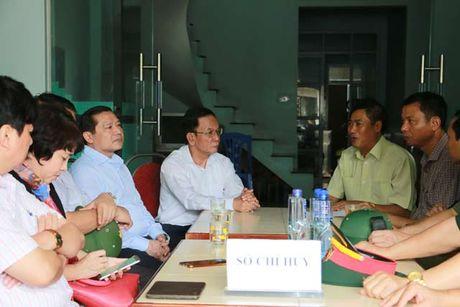 Chu tich Lai Xuan Mon tham hoi nguoi dan vung lu quet Muong La - Anh 3