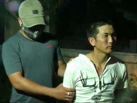 Quang Tri bat doi tuong van chuyen 3.000 vien ma tuy o bien gioi - Anh 1