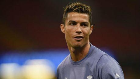 Ronaldo tro lai, nhung khong ra san tran gap M.U? - Anh 1