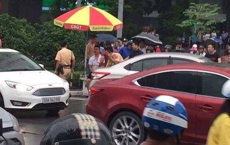 Tam giu hinh su doi tuong hung han dung gay golf tan cong CSGT Ha Noi - Anh 2