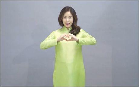 Mac ao dai Viet Nam, Kim Tae Hee de lo bung bau 5 thang dang yeu - Anh 2