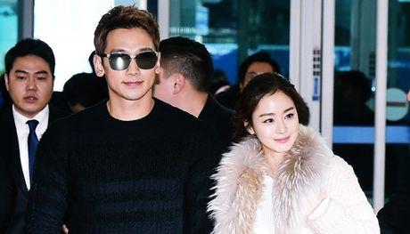 Mac ao dai Viet Nam, Kim Tae Hee de lo bung bau 5 thang dang yeu - Anh 4