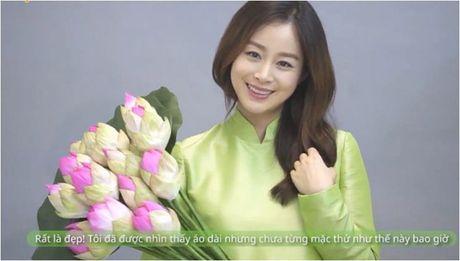 Lan dau mac ao dai, ba bau Kim Tae Hee xinh dep diu dang nhu phu nu Viet - Anh 1