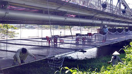 Khoi phuc 10 vong canh tren cau Truong Tien - Anh 1