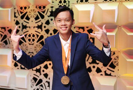 Nam sinh lop 10 chuyen Le Hong Phong gianh huy chuong tin hoc van phong the gioi - Anh 1