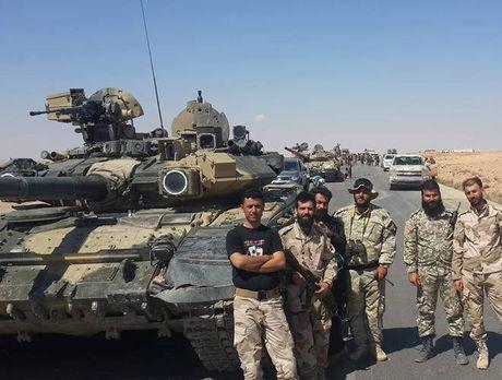 Tung sieu tang T-90 tham chien tai Syria, Nga loi doi duong, My va phuong Tay chung hung - Anh 5