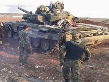 Tung sieu tang T-90 tham chien tai Syria, Nga loi doi duong, My va phuong Tay chung hung - Anh 7
