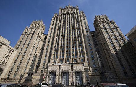 Be boi tuabin Crimea: EU trung phat Nga, Moscow 'phan phao' - Anh 1