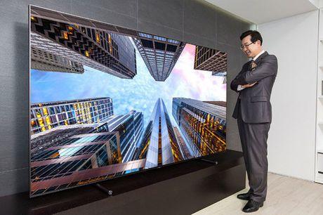Samsung gioi thieu TV QLED co do lon bang 200 chiec galaxy S8 ghep lai - Anh 1