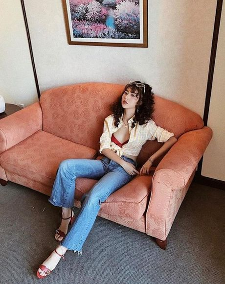 Fashion Icon Quynh Anh Shyn: chu BST cac items jeans do so va 1001 cach mix match 'than thanh' - Anh 9