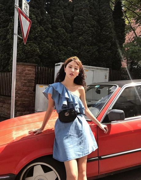 Fashion Icon Quynh Anh Shyn: chu BST cac items jeans do so va 1001 cach mix match 'than thanh' - Anh 12