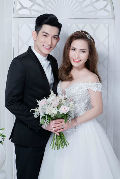 Mac chong cu tung anh cuoi vo 3, Phi Thanh Van van cu sexy the nay day! - Anh 1