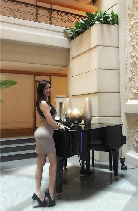 Mac chong cu tung anh cuoi vo 3, Phi Thanh Van van cu sexy the nay day! - Anh 2