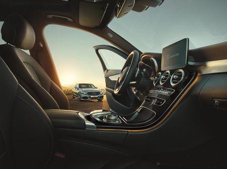 Mercedes-Benz gioi thieu GLA nang cap va C-Class moi - Anh 3