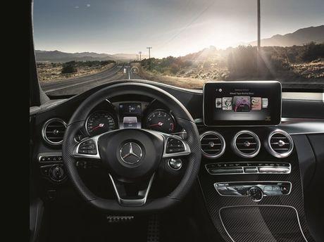 Mercedes-Benz gioi thieu GLA nang cap va C-Class moi - Anh 4